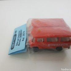 Trenes Escala: IBERTREN H0 2672 BOLSA DE 2 MERCEDES FURGONETA BOMBEROS. Lote 144838022