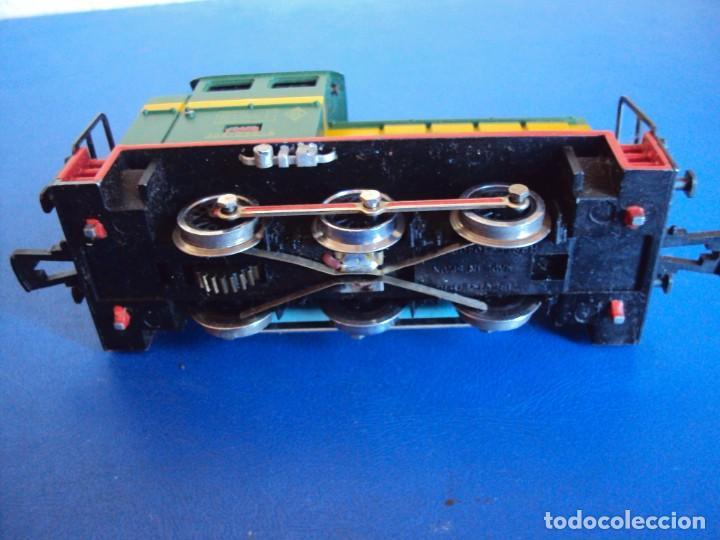 Trenes Escala: (JU-180100)LOCOMOTORA DIESEL RENFE 10400 DE IBERTREN (FUNCIONANDO) - Foto 5 - 146234978