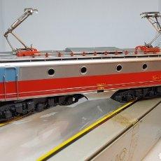 Trenes Escala: LOCOMOTORA IBERTREN ALSTHOM 2111 H0 CON CAJA Y DOCUMENTACIÓN. Lote 154670918