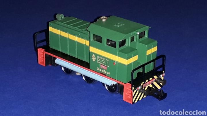 Trenes Escala: Locomotora Diesel Maniobras 304 Renfe 10435 ref. 2101, Ibertren H0. original años 80. - Foto 4 - 160643016