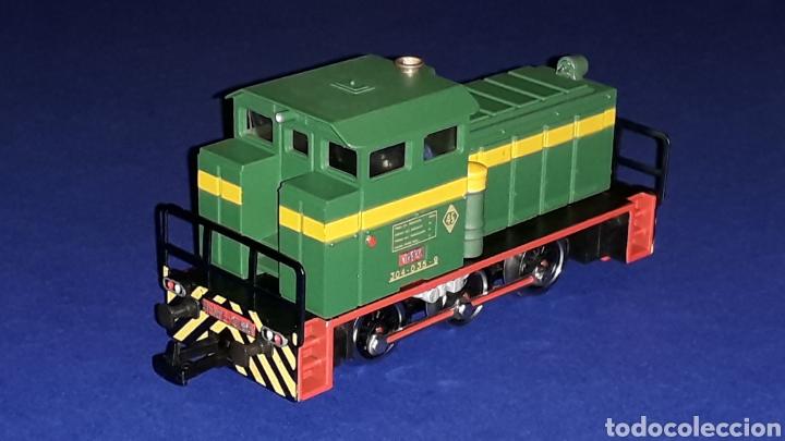 Trenes Escala: Locomotora Diesel Maniobras 304 Renfe 10435 ref. 2101, Ibertren H0. original años 80. - Foto 5 - 160643016