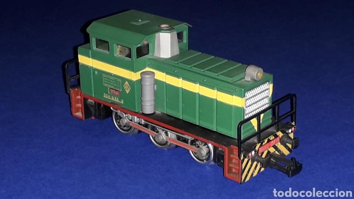 Trenes Escala: Locomotora Diesel Maniobras 304 Renfe 10435 ref. 2101, Ibertren H0. original años 80. - Foto 6 - 160643422