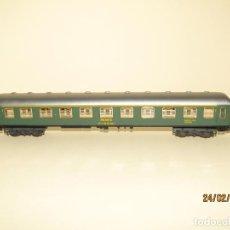 Trenes Escala: ANTIGUO COCHE VIAJEROS 1ª CLASE SERIE 5000 RENFE ESC. *H0* REF 2201 DE IBERTREN MADE IN SPAIN 1980S. Lote 195182810