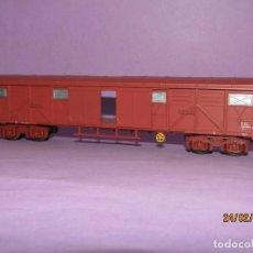 Trenes Escala: ANTIGUO VAGÓN CERRADO 4 EJES 4 PUERTAS CORREDERAS ESC *H0* REF. 2470 DE IBERTREN MADE IN SPAIN 1980S. Lote 195200633