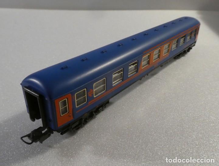 Trenes Escala: VAGON RESTAURANTE NUEVA IMAGEN RENFE CON LUZ IBERTREN H0 REF. 2214 - Foto 2 - 241996195