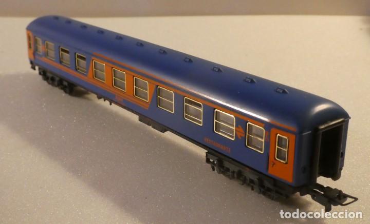 Trenes Escala: VAGON RESTAURANTE NUEVA IMAGEN RENFE CON LUZ IBERTREN H0 REF. 2214 - Foto 9 - 241996195