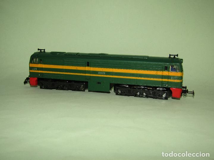 ANTIGUA LOCOMOTORA DIESEL ALCO 2100 RENFE ESC. *H0* DE IBERTREN MADE IN SPAIN 1980S (Juguetes - Trenes a Escala - Ibertren H0)