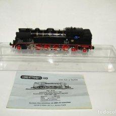 Trenes Escala: ANTIGUA LOCOMOTORA TÉNDER MZA 1600 CON LUZ Y HUMO EN ESCALA *H0* REF. 2115 DE IBERTREN. Lote 278406208