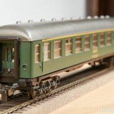 Trenes Escala: IBERTREN COCHE RENFE 8000 VERDE PRIMERA CLASE H0 LUZ LED. Lote 288365588