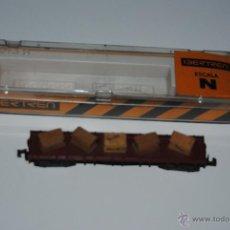 Trenes Escala: VAGON IBERTREN ESCALA N BORDE BAJO CUATRO EJES CON CAJAS REF 395 CON PEGATINA DE SCALEXTRIC. Lote 46603703