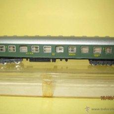 Trenes Escala: ANTIGUO COCHE DE VIAJEROS 2ª CLASE SERIE 8000 021 RENFE EN ESCALA *N* DE IBERTREN. Lote 47842563