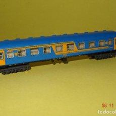 Trenes Escala: ANTIGUO COCHE DE VIAJEROS 2ª CLASE RENFE NUEVA IMAGEN EN ESCALA *N* DE IBERTREN. Lote 102650247