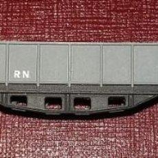 Trenes Escala: IBERTREN. VAGÓN BORDE ALTO 4 EJES GRIS SIN JUGAR, CON ARENA. REF. 414/G , ESCALA N AÑO 1974. Lote 112278451