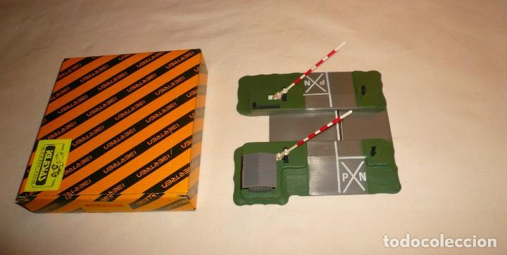 Trenes Escala: PASO A NIVEL MANUAL, REF. 724 DE IBERTREN N - Foto 3 - 136410546