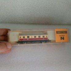 Trenes Escala: ANTIGUO COCHE DE VIAJEROS 1ª CLASE CREMA Y ROJO EN ESCALA *N* REF. 208 DE IBERTREN EN CAJA (2). Lote 142303714