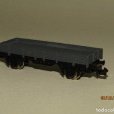 Trenes Escala: ANTIGUO VAGÓN BORDE BAJO 2 EJES REF. 302 EN ESCALA *N* DE IBERTREN. Lote 163348086