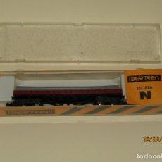 Trenes Escala: ANTIGUO VAGÓN BORDE BAJO CON TUBOS 4 EJES REF. 393 EN ESCALA *N* DE IBERTREN. Lote 174036808