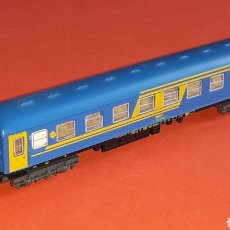 Trenes Escala: COCHE VIAJEROS 2ª CLASE 8000 RENFE *NUEVA IMAGEN* REF. 230, IBERTREN ESC. N, ORIGINAL AÑOS 80-90.. Lote 176456865