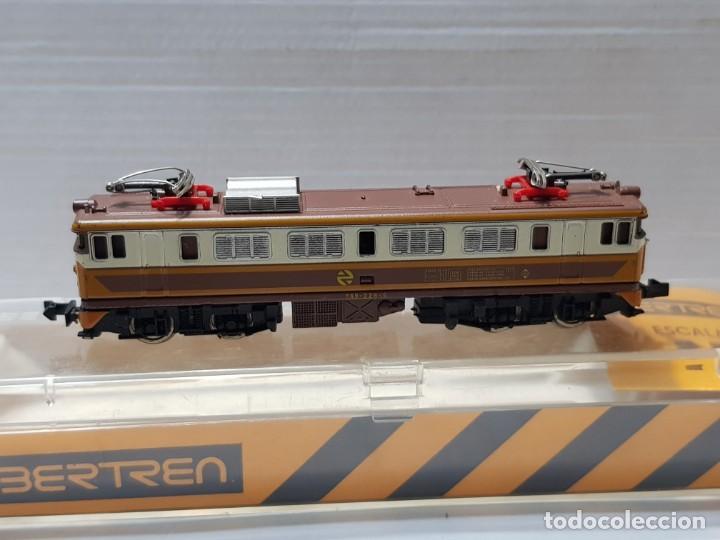 Trenes Escala: Ibertren Locomotora Mitsubishi electrica escala N Renfe 269-325-5 en caja original - Foto 2 - 212721511