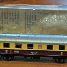 Trenes Escala: COCHE DE VIAJEROS 1ª CLASE 2 EJES MARFIL Y ROJO DE IBERTREN, REF. 208. ESCALA N. Lote 215570227