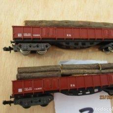 Trenes Escala: IBERTREN DOS VAGONES BOGIES CON CARGA DE TRONCOS. Lote 218613333