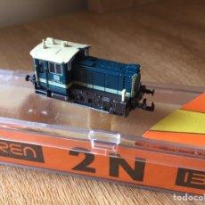 Trains Échelle: IBERTREN 2N 979 - TRACTORA DIESEL AZUL - CON LUZ. Lote 236882790