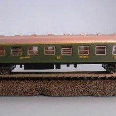 Trains Échelle: VAGON-COCHE VIAJEROS 1ª CLASE TREN EXPRESO RENFE COLOR VERDE SERIE 8000. IBERTREN REF 201, ESCALA N. Lote 244924325