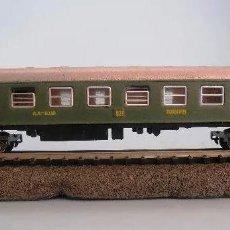 Trains Échelle: VAGON-COCHE VIAJEROS 2ª CLASE TREN EXPRESO RENFE COLOR VERDE SERIE 8000. IBERTREN REF 203. ESCALA N. Lote 244925430
