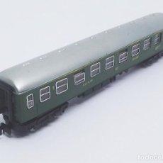 Trenes Escala: COCHE DE VIAJEROS 2ª CLASE TREN EXPRESO RENFE SERIE 8.000 4 EJES DE IBERTREN SPAIN ESCALA N REF. 203. Lote 257360470