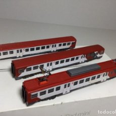 Trenes Escala: IBERTREN LOCOMOTORA Y VAGONES CERCANÍAS ROJO ESCALA N. Lote 270899698