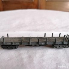 Trenes Escala: IBERTREN N VAGÓN DE CARGA CON ESTACAS RENFE. Lote 276611488