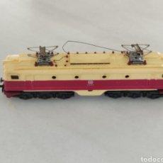Trenes Escala: LOCOMOTORA IBERTREN DB ESCALA N BEIGE GRANATE. Lote 287850833