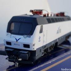 Trenes Escala: LOCOMOTORA RENFE 252 010 4 AVE LIMA L288211AC. Lote 109547794