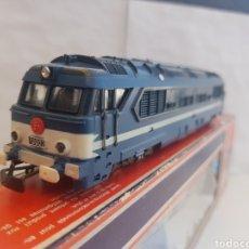 Trenes Escala: OPORTUNIDAD LOCOMOTORA AZUL Y BLANCA DE LA SNCF 70002 ESCALA H0 LIMA MEDIDA 15 CM. Lote 128519212