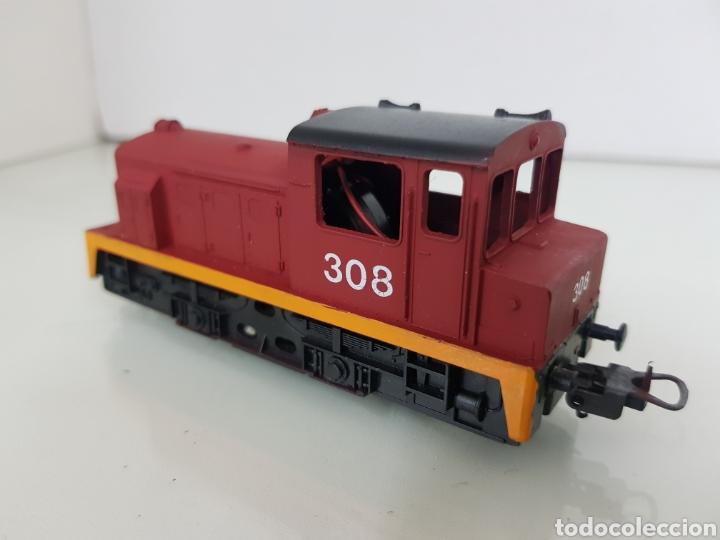 Trenes Escala: Locomotora Lima escala H0 roja con franja naranja 308 corriente continua con luz de 11,5 cm le falta - Foto 3 - 146382604