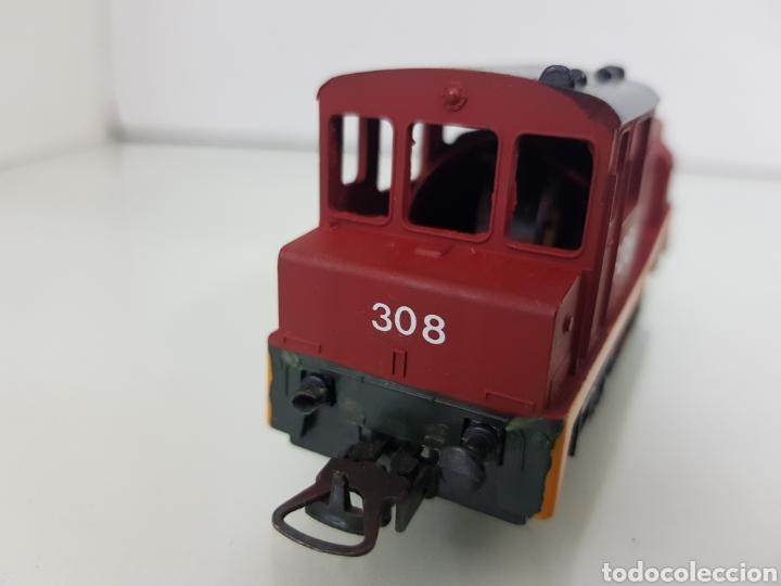 Trenes Escala: Locomotora Lima escala H0 roja con franja naranja 308 corriente continua con luz de 11,5 cm le falta - Foto 4 - 146382604
