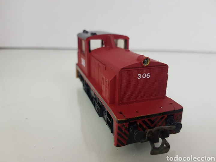 Trenes Escala: Locomotora de maniobras 306 Lima escala H0 roja con franja negra de 11,5 cm sin luz - Foto 2 - 159344648