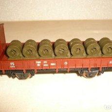 Trenes Escala: VAGON DE BORDE BAJO CON FRENO DE MANO Y CON ROLLOS DE LAMINA Y TRES VIAS RECTAS 222. Lote 151264270