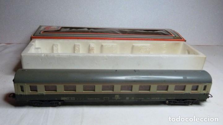VAGON LIMA H0 REF. 9138 Y TRES TRAMOS RECTOS 222 MM (Juguetes - Trenes a Escala H0 - Lima H0)