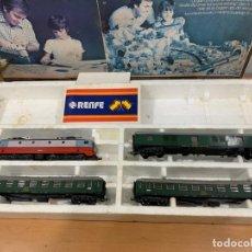 Trenes Escala: LIMA H0 LOCOMOTORA RENFE Y 3 VAGONES. Lote 153925954