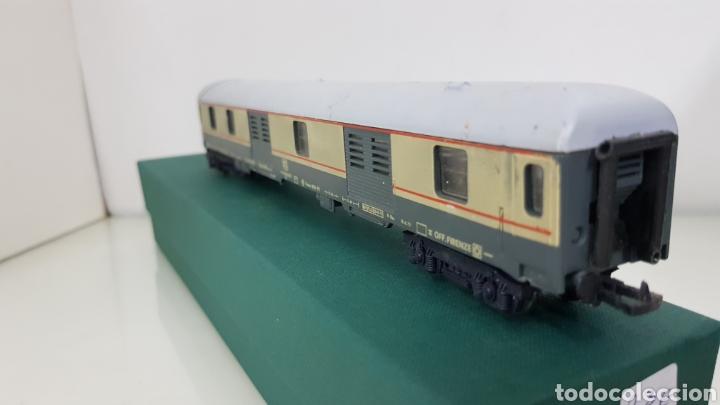 Trenes Escala: Vagón de FS italiana escala H0 continuo le falta un toque y tiene el techo rajado 27 cm - Foto 2 - 177486045