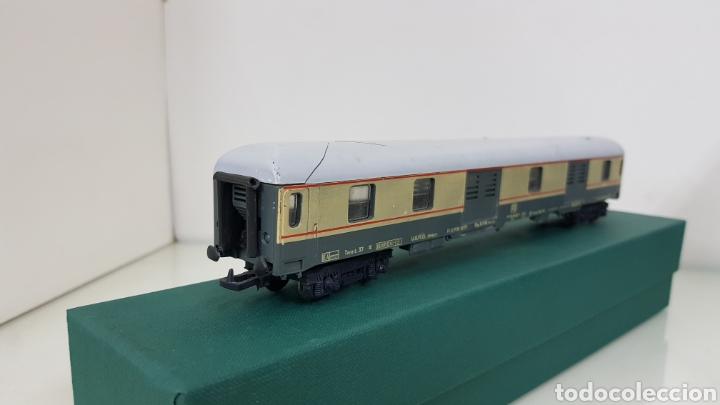 Trenes Escala: Vagón de FS italiana escala H0 continuo le falta un toque y tiene el techo rajado 27 cm - Foto 3 - 177486045