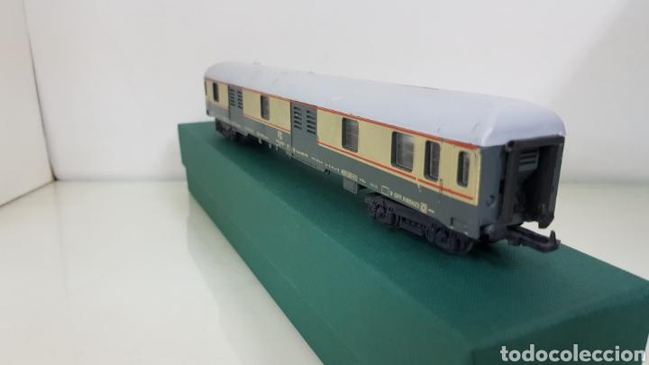 Trenes Escala: Vagón de FS italiana escala H0 continuo le falta un toque y tiene el techo rajado 27 cm - Foto 4 - 177486045
