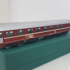 Trenes Escala: LIMA VAGÓN TRANS EUROPE ALEMÁN GRANATE CON TECHO PLATEADO 27 CM. Lote 181483696