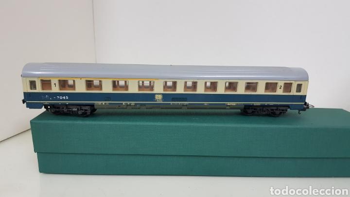 Trenes Escala: Lima vagón de segunda clase y primera de la de B alemana verde y crema de 27 cm escala H0 corriente - Foto 2 - 181488856