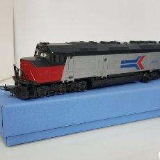 Trenes Escala: LIMA LOCOMOTORA AMTRAK 523 PLATEADA NEGRA Y ROJA ESCALA H0 CONTINÚA DE 27 CM. Lote 185703953