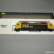 Trenes Escala: LOCOMOTORA ELÉCTRICA 252.063 DE RENFE MATRÍCULA 252-063-3 EN ESCALA *H0* DE LIMA. Lote 251840240