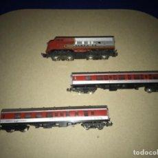 Trenes Escala: LOCOMOTORA MEHANO, SANTA FE, ESCALA N Y 2 VAGONES. Lote 204804158
