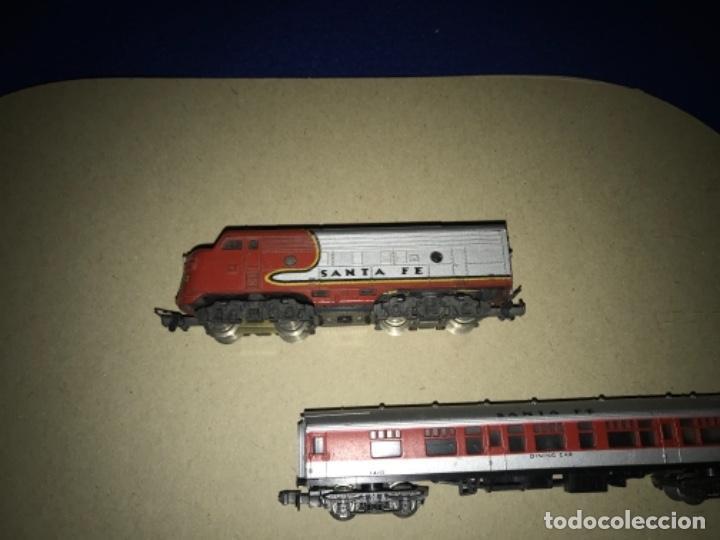 Trenes Escala: LOCOMOTORA MEHANO, SANTA FE, ESCALA N Y 2 VAGONES - Foto 3 - 204804158