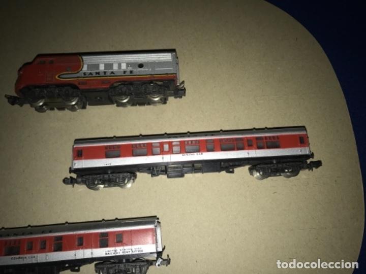Trenes Escala: LOCOMOTORA MEHANO, SANTA FE, ESCALA N Y 2 VAGONES - Foto 4 - 204804158